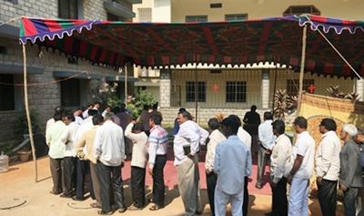 午飯時間,印度本土的同工秩序極為良好。